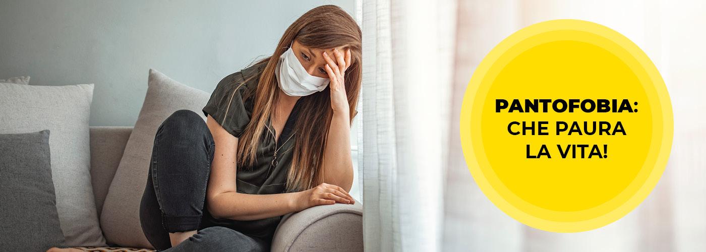 Donna con una mascherina afflitta da Pantofobia