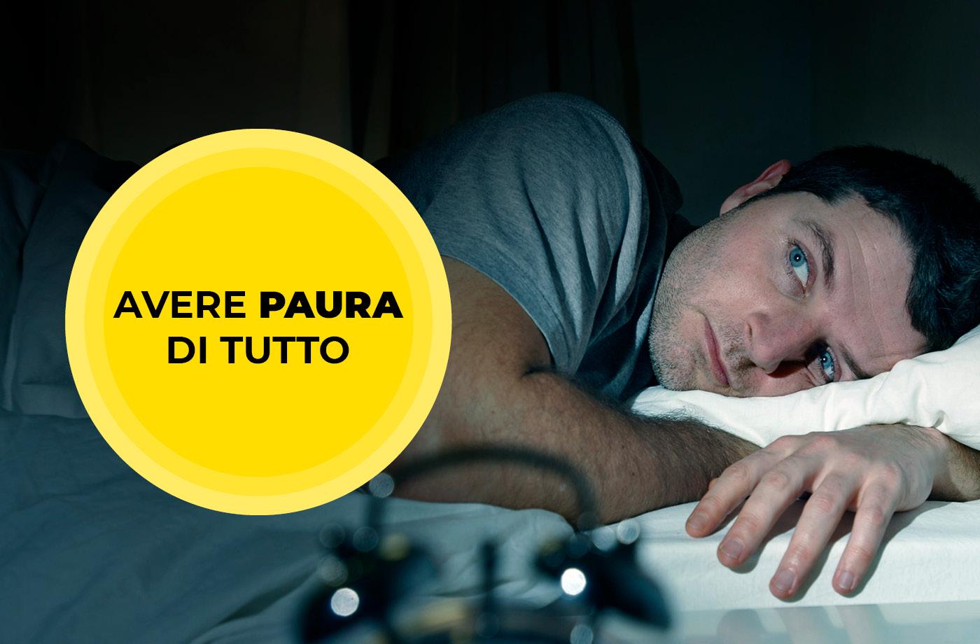 Uomo sveglio nel cuore della notte perché afflitto da Pantofobia